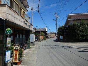 20中町バス停から東.JPG